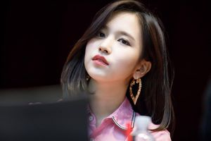 Nhan sắc nữ thần tượng ngoại quốc đẹp nhất Kpop