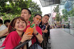 Người Việt xếp hàng trước 30 tiếng ở Singapore chờ mua iPhone 11