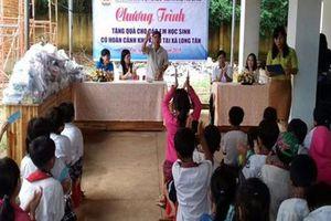 Bình Phước: Tặng quà cho học sinh nghèo, học giỏi