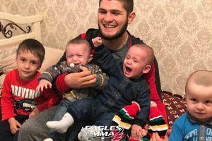 Người đàn ông của gia đình Khabib Nurmagomedov: Nghe lời mẹ 'không đánh người', tự chăm sóc các con