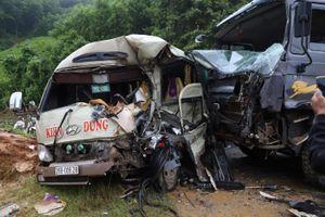 Phú Thọ: Xe tải va chạm xe khách, nhiều người bị thương