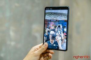 Trên tay Galaxy Fold đầu tiên về Việt Nam giá 99 triệu đồng