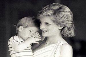 Loạt ảnh hiếm thời thơ ấu của Hoàng tử Harry