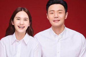 Cuối cùng 'Giáo chủ khả ái' Dương Thừa Lâm đã chịu khoe ảnh kết hôn, cười tít mắt vì đã có người rước thật rồi