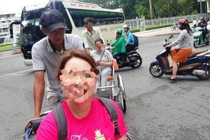 Tài xế xích lô giật ví, lấy tiền của 2 nữ du khách nước ngoài giữa đường Sài Gòn dù đã được trả 700.000 đồng tiền công