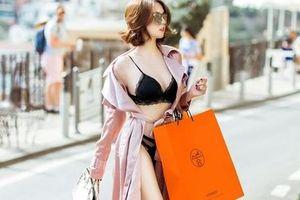 Ngọc Trinh gây 'sốc' khi diện nội y khoe body nóng bỏng khi mua sắm tại Ý