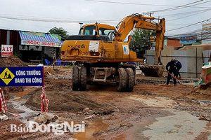 Mưa kéo dài, dự án giao thông gián đoạn