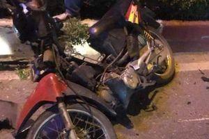 Xe máy chở 3 đi ngược chiều bị ô tô đâm, 1 người chết, 2 người bị thương