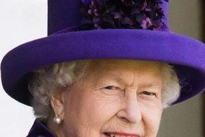 Nữ hoàng Anh có bộ tem hơn trăm triệu USD