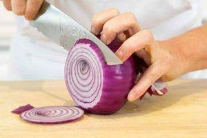 Kỹ nghệ thái hành hình nhẫn như đầu bếp chuyên nghiệp