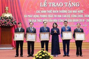Phó Chủ tịch nước trao tặng phần thưởng cao quý cho tập thể, cá nhân tỉnh Phú Thọ