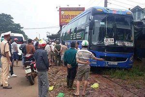 Xe khách mất lái tông liền 2 xe máy khiến 2 người tử vong tại chỗ