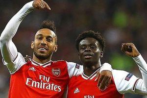 Arsenal thắng đậm Frankfurt, MU nhọc nhằn vượt qua 'tí hon' trên sân nhà