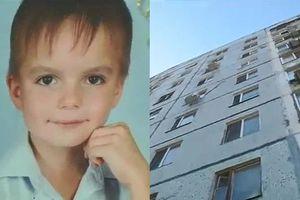 Bé trai 8 tuổi nhảy lầu tự tử vì bị cha mẹ đánh đập tàn nhẫn nhiều năm