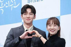 Knet chê tơi tả nữ chính đóng cặp với Ji Chang Wook tại họp báo 'Melting Me Softly'