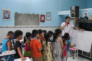 Chàng sinh viên trẻ miệt mài 'mang tiếng Anh về làng'