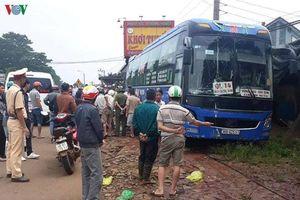 Xe khách mất lái tông 2 người tử vong ở Đăk Nông