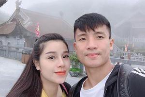 Vợ Bùi Tiến Dũng lên đời iPhone 11 và dàn WAGs Việt đam mê hàng hiệu