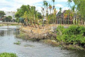 Ngang nhiên xây kè lấn dòng chảy sông Cát