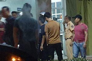 Hà Tĩnh: 'Giải cứu' 2 công an bị vây trong quán karaoke