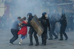 Cảnh sát Pháp bắt hơn 100 người biểu tình tại Paris