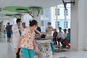 20 bác sĩ căng não trong 6 giờ cứu bé gái bị xe container tông nguy kịch