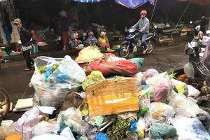 Người dân ngộp thở trong thị trấn ngập rác ở Đắk Lắk