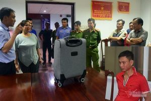 Chiếc valy màu xám bí ẩn của đối tượng nhiễm HIV trên tàu SE4