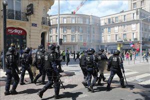 Pháp triển khai lực lượng an ninh lớn tại Paris đề phòng biểu tình bạo loạn