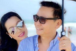 Kết hôn 19 năm, vợ chồng á hậu Trịnh Kim Chi vẫn lãng mạn ngọt ngào
