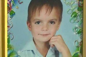 Bé trai 8 tuổi nhảy từ tầng 9 tự tử sau nhiều năm chịu đựng cha mẹ bạo hành