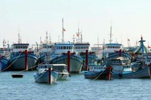 Cứu 10 ngư dân bị hỏng tàu ở quần đảo Trường Sa