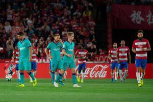 Thua sốc Granada, Barcelona chưa thể chen chân vào tốp 4