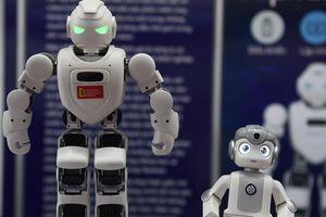 Sinh viên phải làm gì khi robot cạnh tranh công việc với con người?