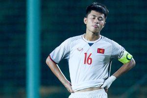Cầu thủ U16 Việt Nam gục xuống sân sau trận thua Australia