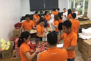 Trao tặng hàng ngàn phần quà cho trẻ em, người già neo đơn