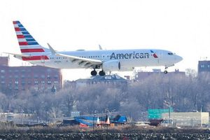 Máy bay đáp khẩn cấp vì hành khách hút cần sa