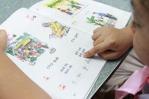 Trẻ mới đi học đã bị cô 'vạch tội, chê bai', cha mẹ có nên phản ứng mạnh?