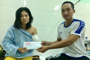 Những tấm lòng hảo tâm đến với cô giáo mất cánh tay khi vượt 130km đến trường
