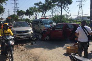 Hà Nội: Hai ôtô đấu đầu nhau tại đường Tam Trinh, một người tử vong