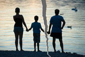 5 điều cần làm giúp trẻ vượt qua cú sốc khi bố mẹ ly hôn