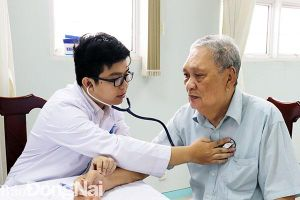 152 người cao tuổi được khám bệnh và cấp thuốc miễn phí