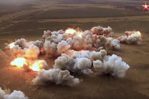 Xem pháo tự hành và 'rồng phun lửa' Nga khai hỏa diệt gọn mục tiêu
