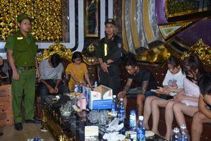 Trăm cảnh sát đột kích quán karaoke, bắt quả tang 32 nam thanh nữ tú phê ma túy