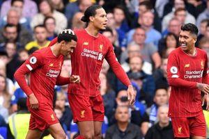 Liverpool thắng kịch tính Chelsea ngay tại Stamford Bridge