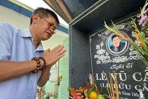 Phước Sang và nhiều nghệ sĩ tới viếng mộ diễn viên Lê Vũ Cầu