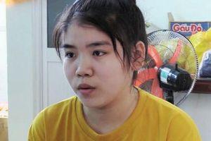 Cô gái 19 tuổi cùng hai nghi phạm đâm chết người ra đầu thú