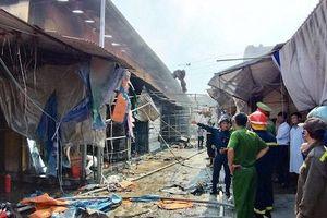 Hà Nội: Đã khống chế vụ cháy 776 m2 chợ Tó, huyện Đông Anh