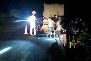 Đâm phải xe đầu kéo đang đậu trên cao tốc Nội Bài-Lào Cai, 2 thanh niên tử vong tại chỗ