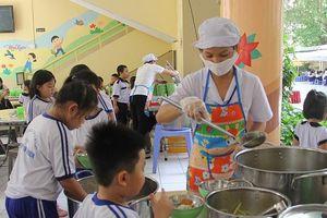 Dinh dưỡng an toàn từ bữa ăn bán trú đóng vai trò quan trọng đối với việc nâng cao thể lực, trí tuệ học sinh